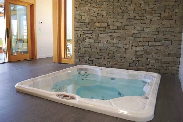 as 25 melhores ideias de indoor hot tubs no pinterest. Black Bedroom Furniture Sets. Home Design Ideas