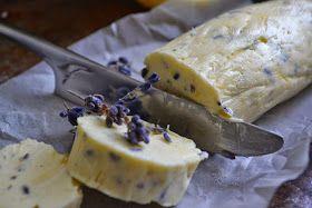 Wer meint Lavendel gehört auf Wiesen oder als Mottenschutz in den Kleiderschrank, sollte schnellstens diese Butter probieren. Mit et...