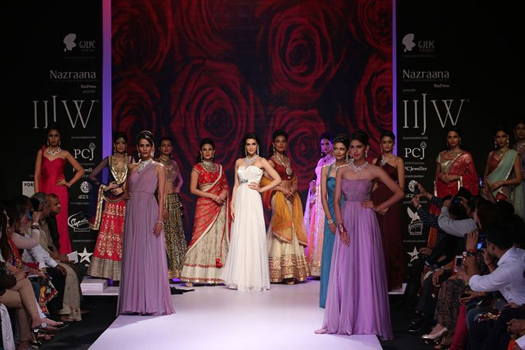 IIJW 2014 Day 3: MAHABIR DANWAR JEWELLERS AND KIK JEWELLS DISPLAYED SCINTILLATING COLLECTIONS CALLED 'BOLLYWOOD BRIDES'...... For more visit: http://www.bollyvision.in/