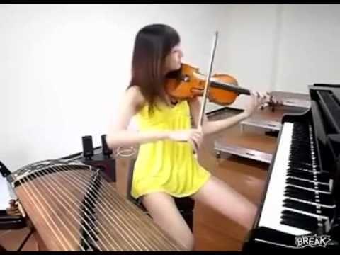 viola, piano y otro instrumento que no tengo ni la mas minima idea de como se llama... jaja