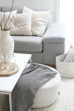 Bij Woonblog doe je inspiratie op voor prachtige Scandinavische woonkamers! Klik op de bron voor nog meer inspiratie voor een Scandinavisch interieur!