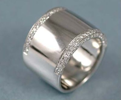 I would love to wear a thick ring like this on my thumb.