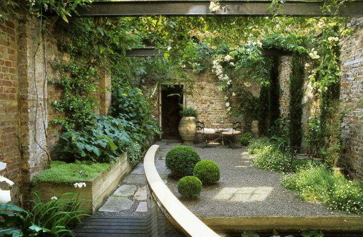 rustic courtyard garden | adamchristopherdesign.co.uk