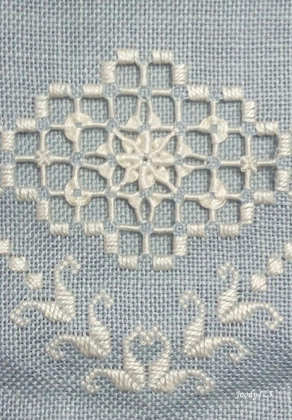 2017 Smalls SAL - September 九月份迷你齊繡報告 http://stitchinglotus.com/2017-sal/ Carpacar Hardanger設計的Azalea部份圖案 我個人非常喜歡她的設計 製作起來相...