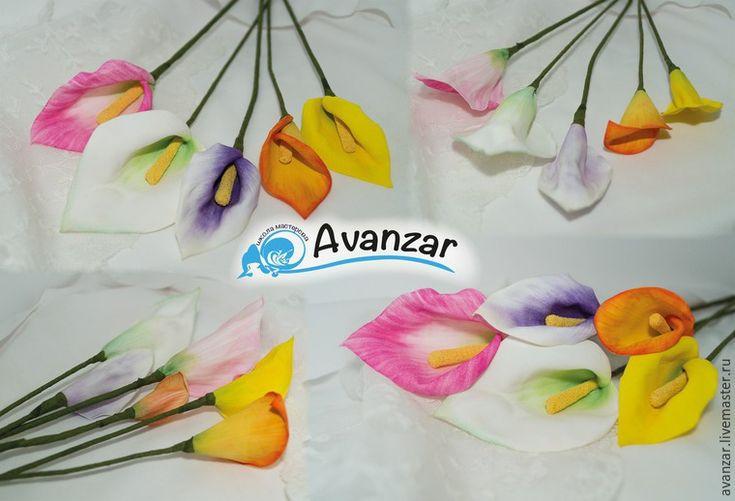 1.Каллы-прекрасные цветы для букетов, да и один цветок в вазочке смотрится дивно! Разберем пошагово, как сделать каллу из фоамирана, и научимся двум способам тонировки лепестков. Используемые материалы:- заготовки из фоамирана (лепестки желаемых цветов и размеров, полоски зеленого цвета шириной 1 см, длиной на 4 см больше проволоки для стебля, желтого цвета 2,5 см шириной, длиной 5 см);