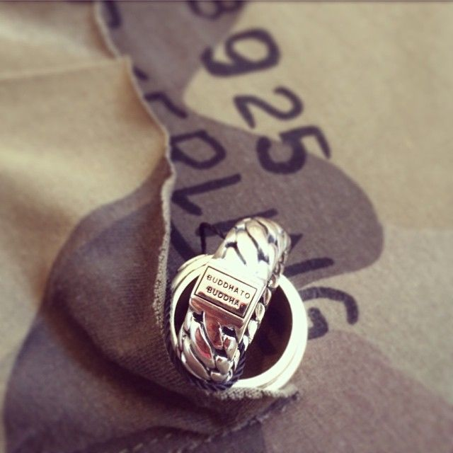 Buddha to Buddha ring van zilver. www.ajuweliers.nl