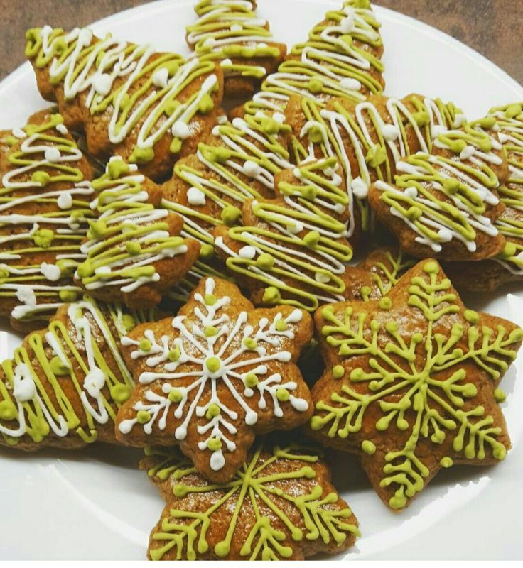 Ginger bread design Green Peace Stars Christmas ornaments yummy Food