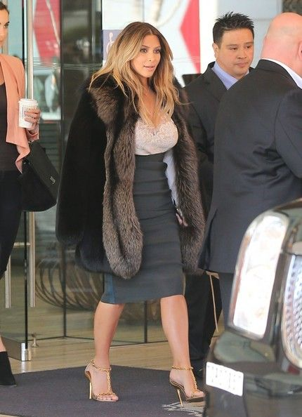 Kim Kardashian Fur Coat - Kim Kardashian was spotted outside a San Francisco hotel looking ultra glam in a thick fur coat.