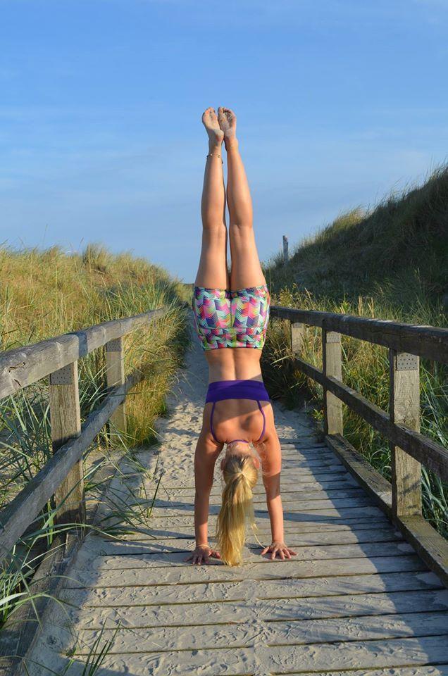 Unser Fabletics Master Ann-Kathrin Burmann beim Beach-Workout in Moro Shorts (http://bit.ly/UrGOfY) und Sevan Sports Bra (http://bit.ly/1nnKIlq).