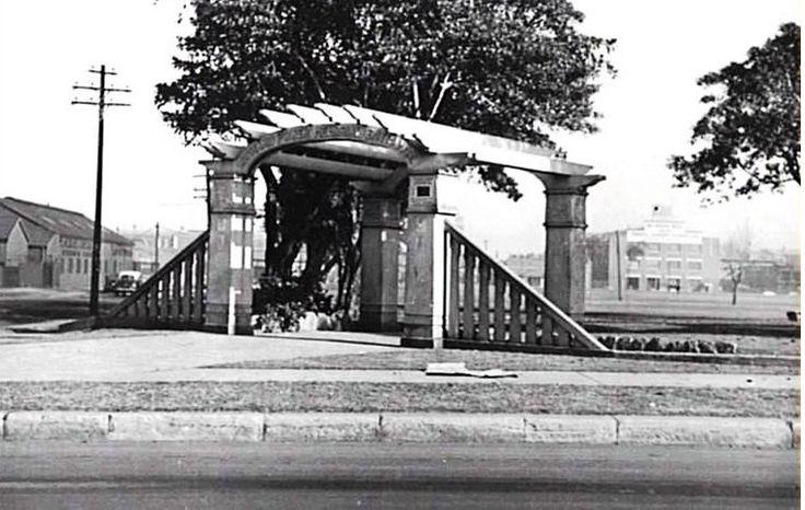 Alexandria Park gate at Wyndham Street. 1954