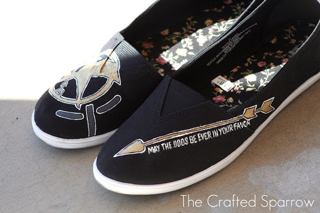 "DIY Hunger Games ""Toms"" shoes—I'm totally going to do these!"