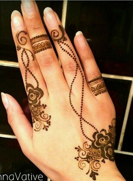 Pretty floral design mehendi
