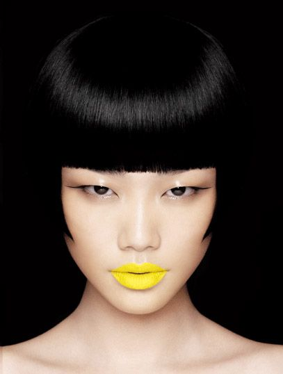 bright yellow lips!