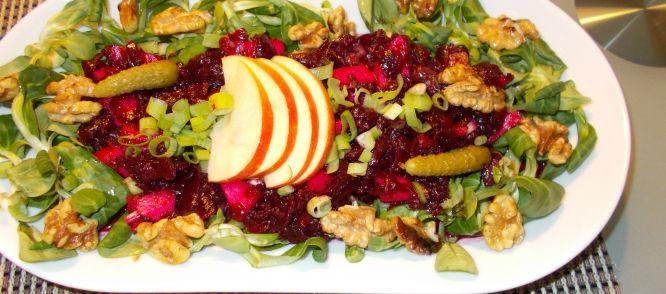 Zodra+het+wat+mooier+weer+wordt+krijgen+we+weer+zin+in+salades. Gisteren+stond+deze+heerlijke+salade+van+rode+bietjes+bij+ons+op+tafel. Lekker+met+gebakken+aardappelblokjes+en+een+stukje+gebakken+vis. Het+was+weer+smullen.