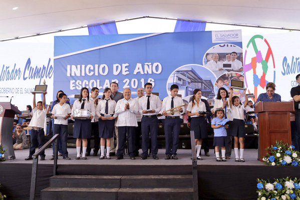 Presidente Sánchez Cerén inaugura año escolar 2016