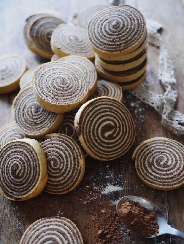 Shortbread Cookies - Chocolate and Vanilla Shortbread Spirals Recipe via Jungle Recipe