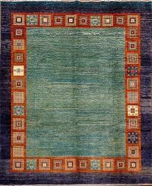 TAPPETO GABBEH 309X245 Questi tappeti sono realizzati da tribù nomadi in Afghanistan. Sono tappeti conosciuti per i loro decori semplici, primitivi, dal fascino rustico. I nomadi ricevono ispirazione dal mondo naturale, realizzando tappeti moderni e affascinanti. Normalmente la lana usata e' ottima. http://www.zarineh.it/