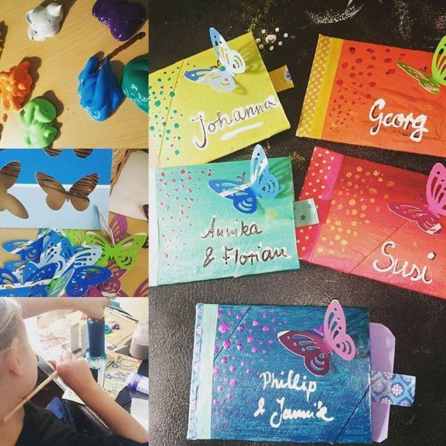 Schniefschnuten Basteltag, Einladungskarten müssen her,  das Monster wird schließlich neun Jahre alt. Klopapierrollen, Farbkarten aus dem Baumarkt, buntes Klebeband #washitape,  Acrylfarbe und #nagellack und ein bisschen #tippex juhuuu #melobastelt #einladungen