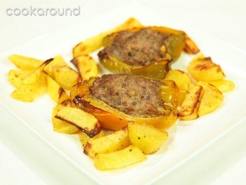 Peperoni ripieni e patate arrosto: Ricette di Cookaround | Cookaround