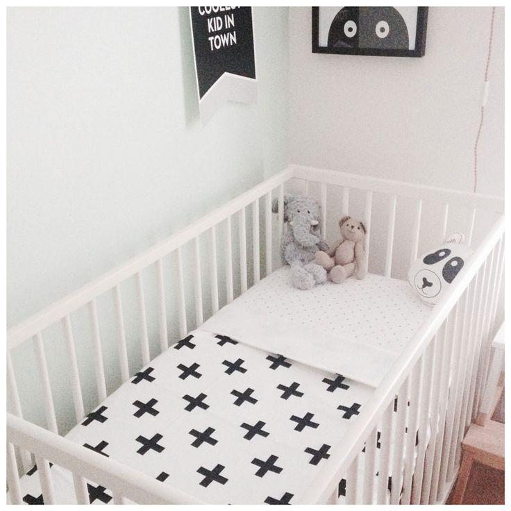 Crib blanket with plus print // CarlijnQ