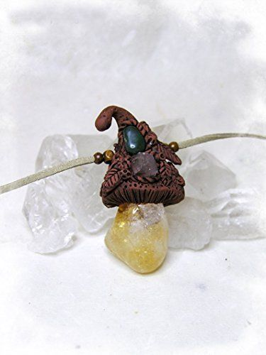 Colgante Seta Élfica de Cuarzo Citrino con pequeños tips en el sombrerito de punta de Cuarzo transparente y Aventurina verde
