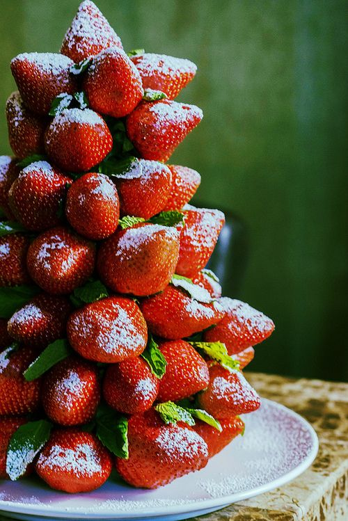 Something refreshing for after the Christmas feast? Christmas strawberry tree #christmas
