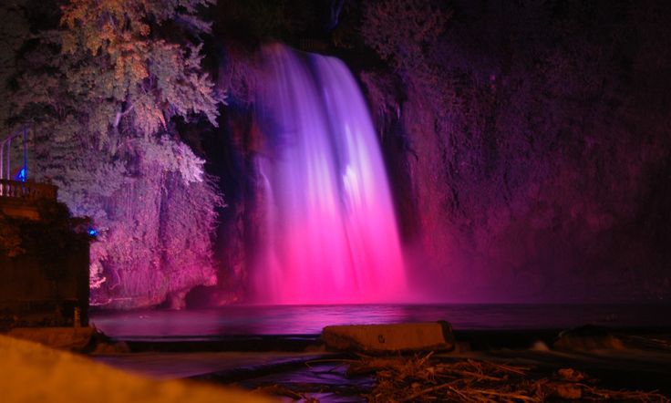 Ce soir, les couleurs de ma cascade sont ceux de la Liberté, de l'Egalité, de la Fraternité
