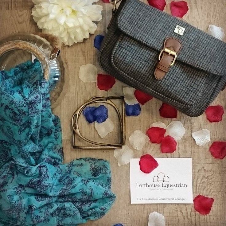 It's all about green today at Lofty HQ! We love this gorgeous House of Tweed small satchel in green tweed and it teams so well with Noble Outfitters Infinity scarf! #fashionoutfitinspiration #handbag #equestrian #countrywear #country #love #fashion #style