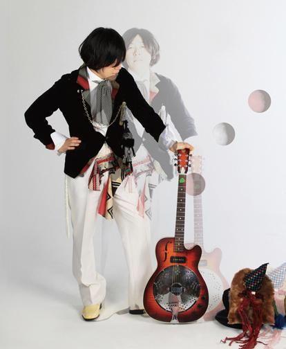 本日は東京 下北沢!渡辺シュンスケ『サカモト生誕祭 2015』440に出演です。ELEKIBASS 坂本陽一さん、お誕生日おめでとうございます┌iii┐ http://t.co/cYErwesM5U