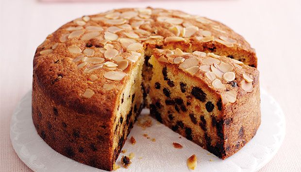 "Mary Berry: Easy Fruit Cake. If you like a lighter fruit cake that still has lots of fruity flavour, this is a good ""cut-and-come-again"" one // 225g butter, 225g sugar, 4 eggs, 225g SR flour, 100g ground almonds, 1⁄2 tsp almond extract, 450g mixed dried fruit, 25g flaked almonds (optional)"