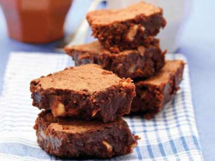Avec les lectrices reporter de Femme Actuelle, découvrez les recettes de cuisine des internautes : Brownies chocolat noisettes