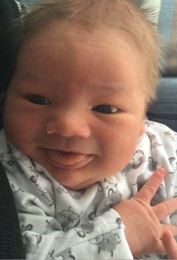 """Moeder van Nathanael: """"Nathanael is op 19 april geboren in 't Maasstad Ziekenhuis. Hij verdiend het om baby v/d maand te zijn omdat hij waarschijnlijk de zwaarste is met zijn 4748 gram schoon a/d haak, één v/d weinige blonde binkies is en al binnen een week ons liet smelten met een lach."""""""
