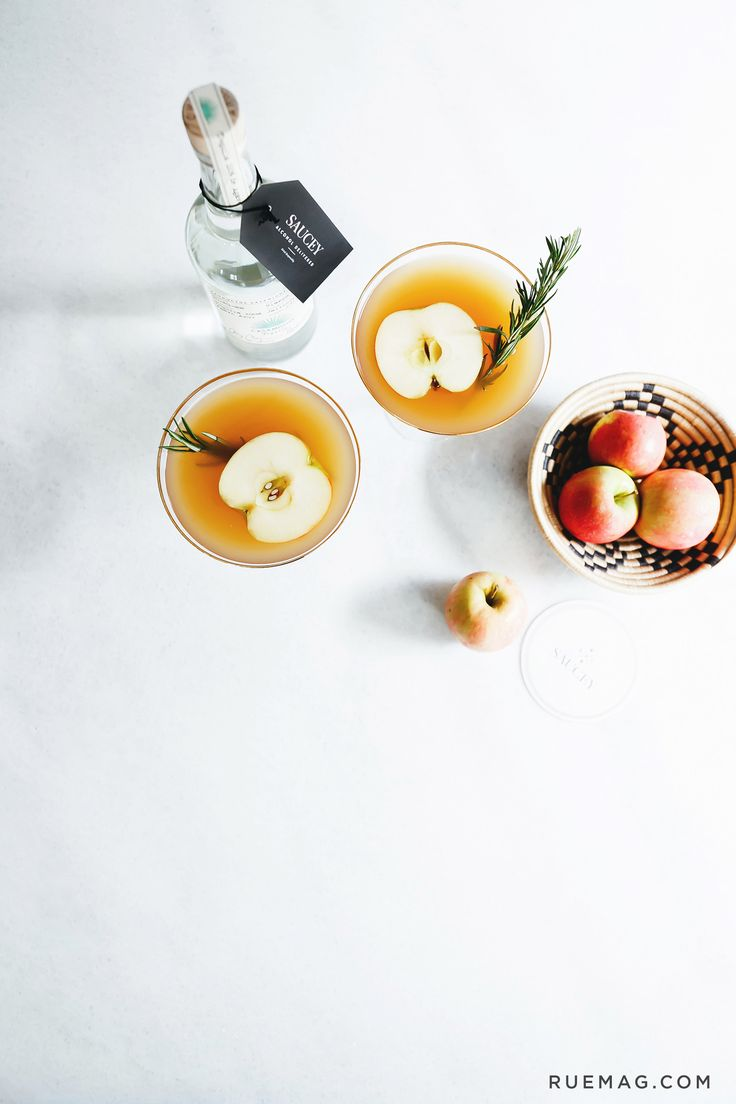 Keep the Holiday Cheer Going Strong with an Apple Cider Margarita | Image via Rue Magazine