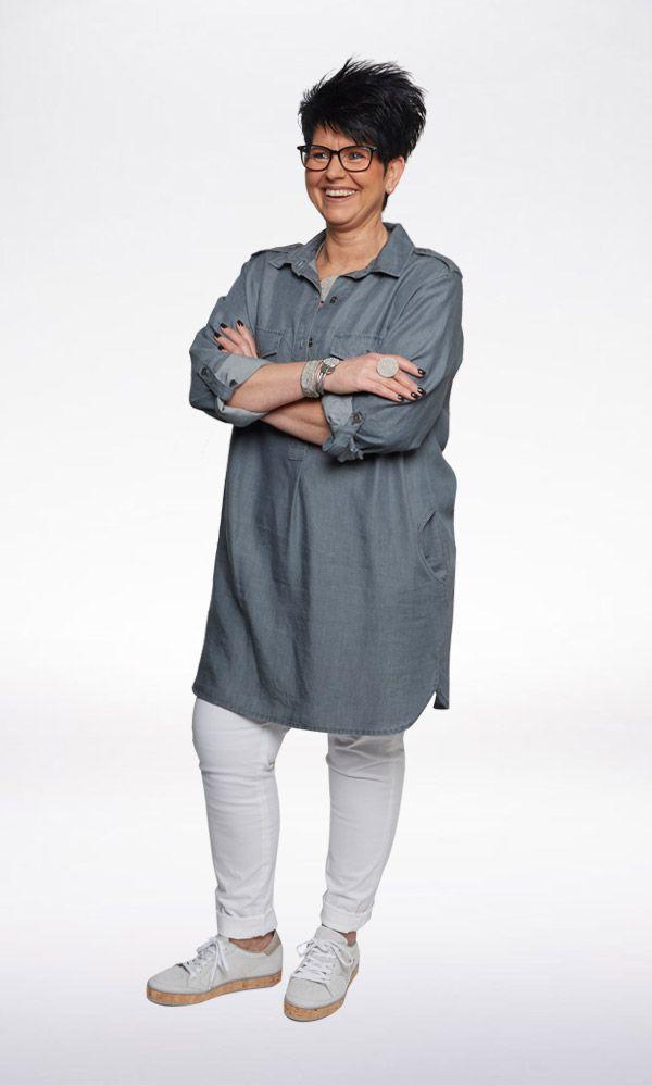 ALL DAY LONG De lange blouse is multi-inzetbaar en één van dé musthaves van dit seizoen. Draag 'm lekker ruim en nonchalant als tuniek over een legging met sneakers! Lekker weer in aantocht? Combineer de blouse dan gerust met blote benen en een slippertje.