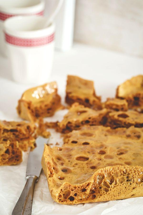 15 Dicembre - #Calendario dell'#Avvento -  La #ricetta / esperimento scientifico :) della Domenica. L'#Honeycomb meglio conosciuto come #HokeyPokey di #Nigella - New #Christmas #recipe on #OPSD blog: Honeycomb - Hokey Pokey - #AdventCalendar - #homemade - #Holiday - #Gift - #sweets