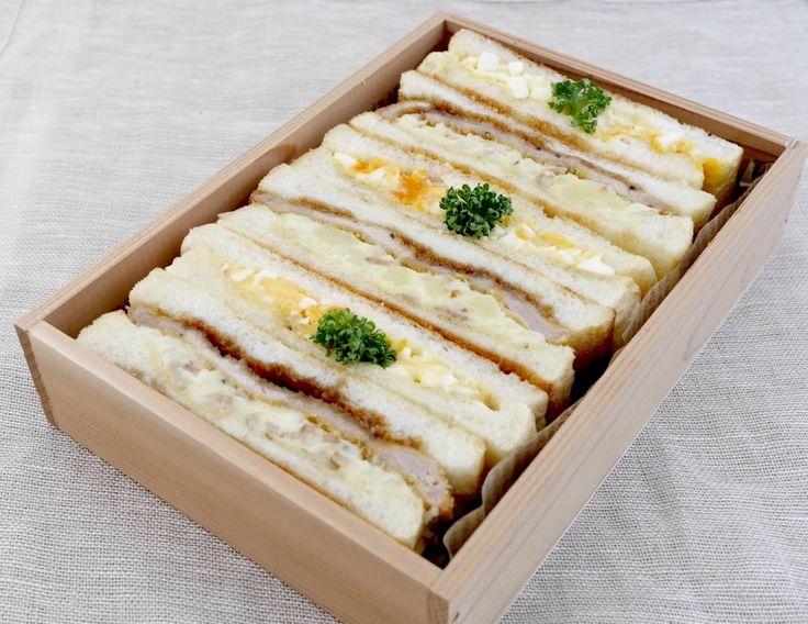 サンドウィッチ2種。麗可サンド(辛子、ポテサラ(ベーコン少し、玉ねぎ)、薄カツ、ソース多め)、玉子サンド(Dマスタード、パセリ)
