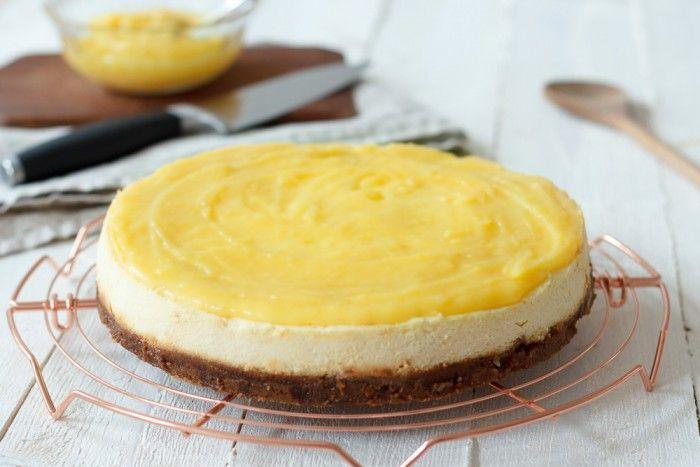 Deze lemon curd cheesecake is de lekkerste cheesecake die je ooit zult proeven! Goddelijk!