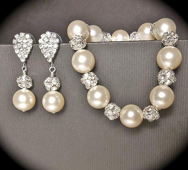 Pearl bracelet and earring set // Ivory/cream by QueenMeJewelryLLC, $67.99