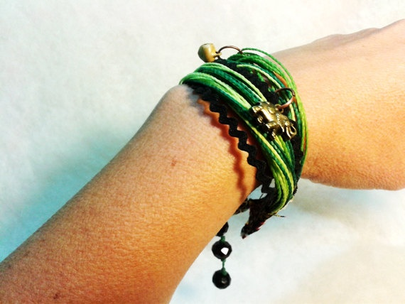 I want you green green by Costurica on Etsy, €10.00