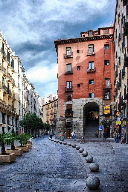 Madrid. Cava de San Miguel y Arco de Cuchilleros. | Flickr: Intercambio de fotos