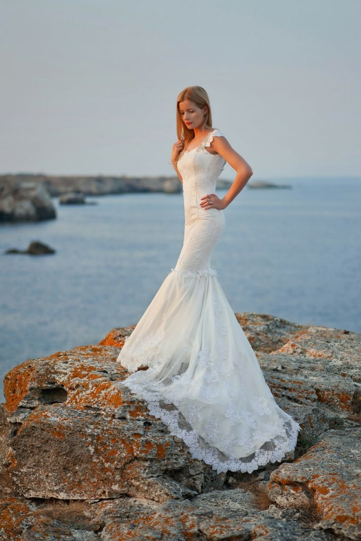 The Perfect Wedding Dresses Catalogue. Seeking The Newest Wedding ...