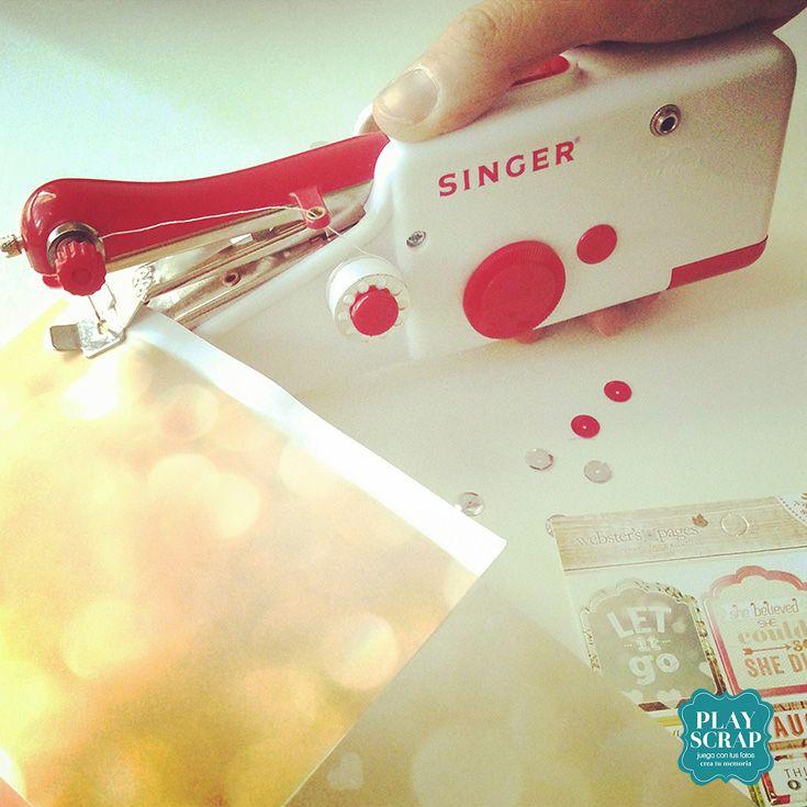 Novedad en nuestra tienda online: www.playscrapbook.com máquina de coser de mano ¡cabe en tu bolso de scrapbooking! Ideal para dar un toque de costura a tus trabajos #scrapbooking #cabeenelbolso #costura #playscrap