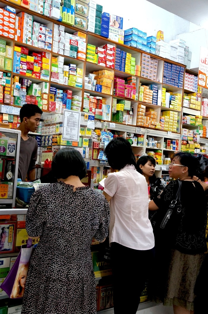 Chinese medicine is one of the most popular products in Glodok. Photo by Keshie Hernitaningtyas.