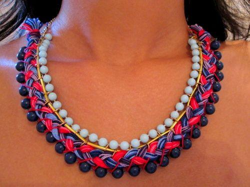 collar etnico de hilo y perlas