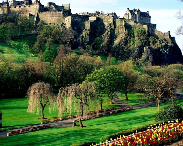 Castle Edinburgh Scotland! The Castle is an ancient fortress built on a rock of volcanic origin located in the city center of Edinburgh. It has been used for military service since prehistoric times. It has started being used for civilian use recently.