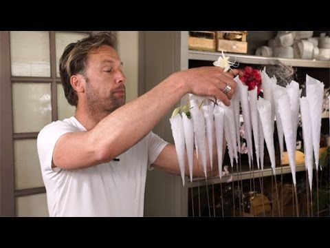 Bloemstuk met patatzakjes van kaarsvet door Frits Hoogers voor Groei & B...