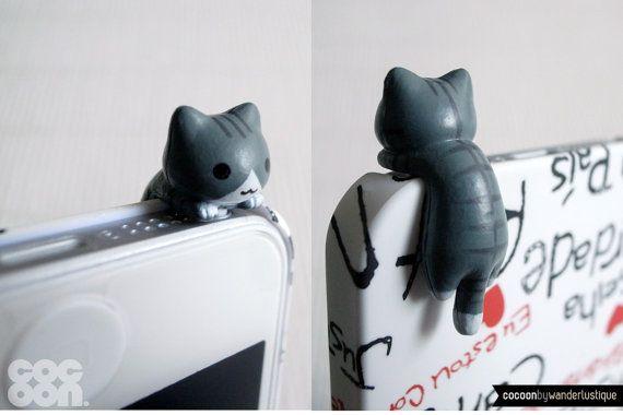 Crouching Kitten iPhone Plug