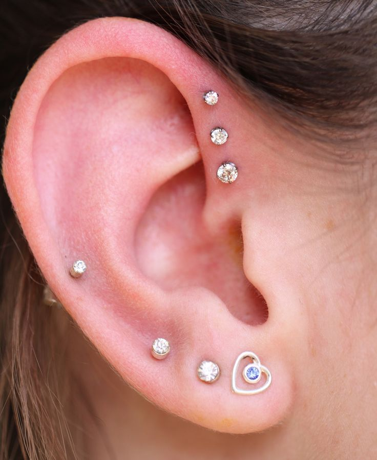 Mackenzie came by today for a new Triple Forward Helix! Keeping it bright and warm this winter. =) (Forward helix only) Piercings by Tobias.