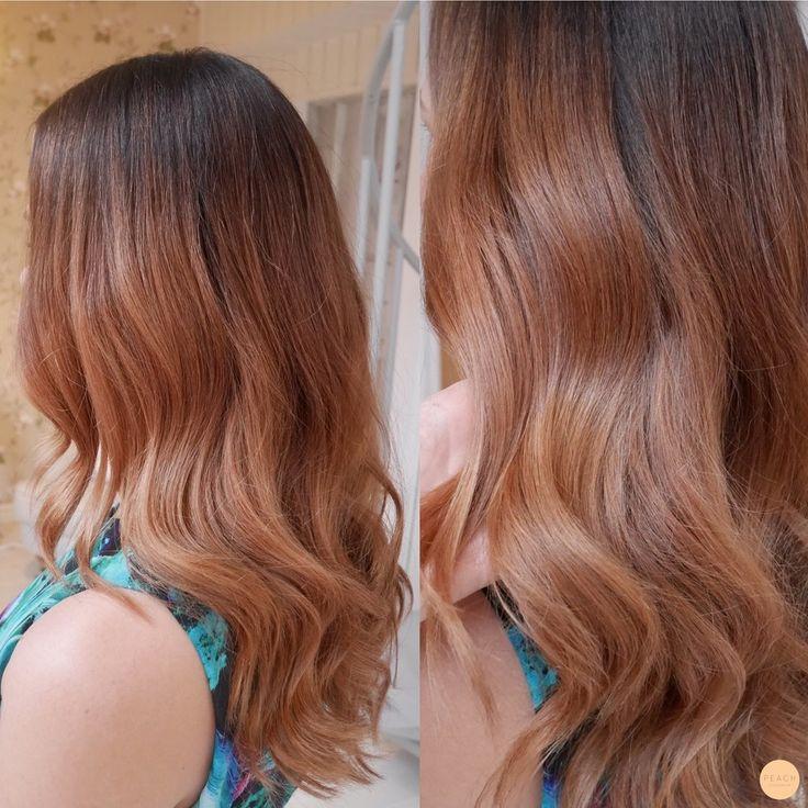Kylig koppar hårfärg med inslag av rosé