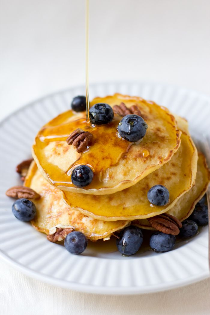 Cottage Cheese Pancakes by dramaticpancake: Delicious and pillowy cakes with a healthy dose of protein. Perfect for plump, ripe berries and a drizzle of maple syrup. #Pancakes #Cottage_Cheese #dramaticpancake